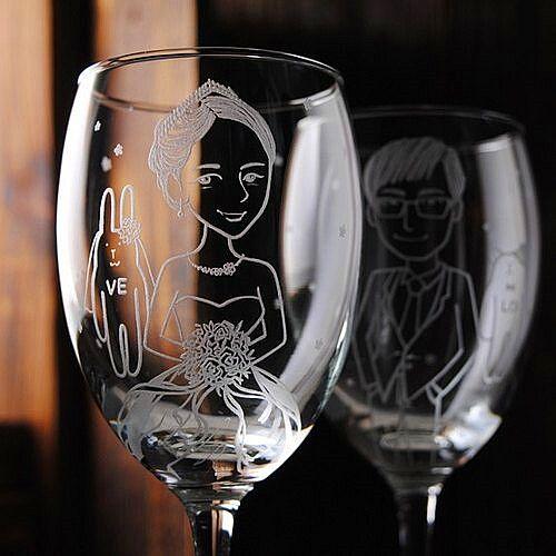 激光雕刻机定格葡萄美酒夜光杯上美好的回忆